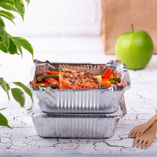 food-delivery-concept-lunch-in-container-Y5KZBZG_1920_1280